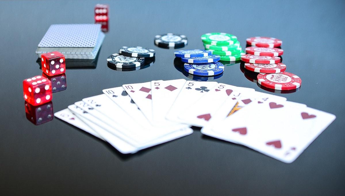 小さい子どももカードゲームを楽しむために -大人が工夫できる簡単なこと-